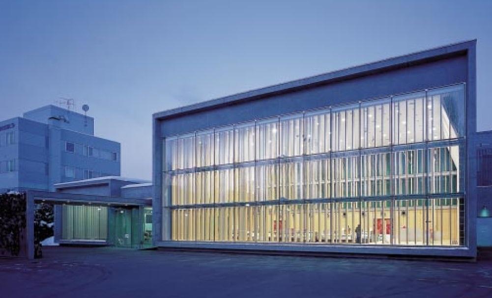 六花亭真駒内ホール(2002年竣工)(写真:寺尾 豊)
