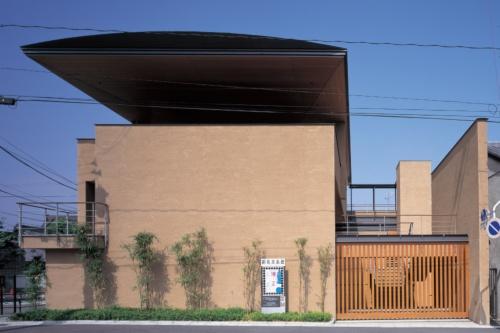 細見美術館の外観。1998年3月開館(写真:名執 一雄)