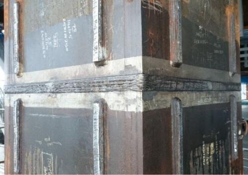 ロボットが溶接した柱。熟練の技能者と同等レベルの品質で溶接できることを確認した(写真:鹿島)
