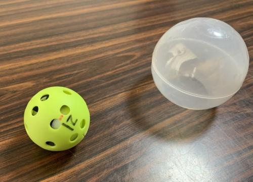 RFIDを張り付けた試験ボール(写真:長谷工コーポレーション)