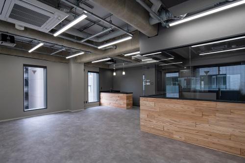 1時間耐火仕様の7階事務所の内観(写真:三菱地所設計、久保工)