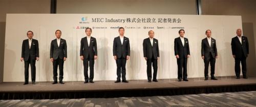 MEC Industryの森下喜隆社長(左から4番目)と株主7社の代表者(写真:日経クロステック)