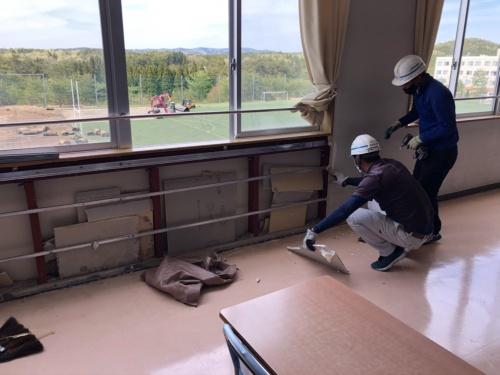 日本航空高等学校石川の校舎の様子。壁を剥がすと、中から石こうボードの端材が見つかった(写真:日本航空学園)