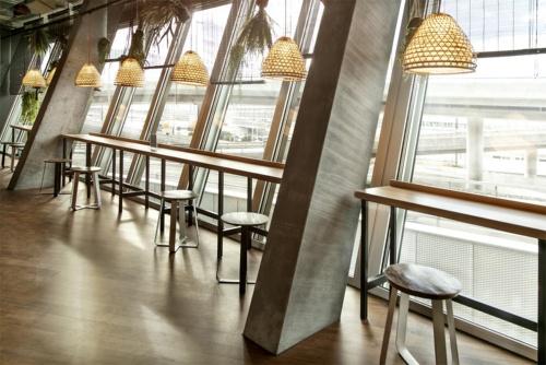 店舗内で露出するPCaの柱(写真:Zurich Airport)
