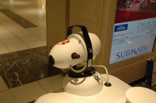 消毒液の散布器。無人警備・消毒ロボット「パトロ」の頭部にある(写真:日経クロステック)