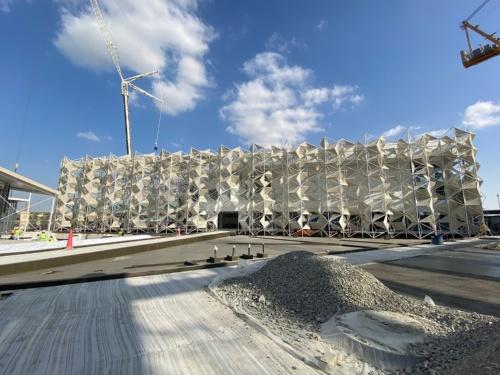 アラブ首長国連邦で建設中のドバイ万博「日本館」。2020年12月に現地写真が公開された(写真:永山祐子建築設計、20年11月28日時点)