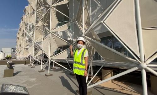 日本館の建設現場を約1年ぶりに訪れた永山祐子氏。コロナ禍で渡航が困難になり、出来上がりや進捗が気になっていた(写真:永山祐子建築設計、20年11月28日時点)