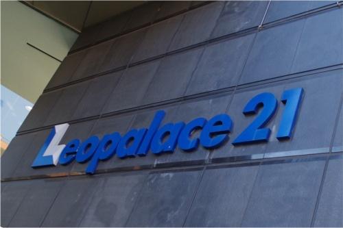 2018年以降、小屋裏界壁の施工不備や耐火構造の大臣認定不適合など次々と問題が発覚したレオパレス21。同社は20年12月25日、「24年末までに、全住戸の改修完了を目指す」とする新たな改修計画を発表した(写真:日経アーキテクチュア)