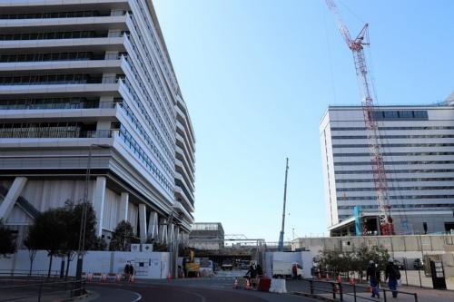 施工中の「(仮称)豊洲六丁目4-2・3街区プロジェクト」。写真左がオフィス棟、右がホテル棟(写真:日経アーキテクチュア)