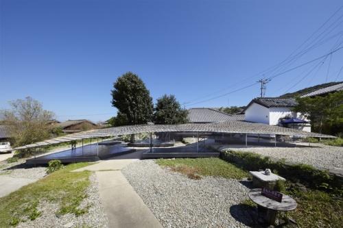 豊島の空き家を改修した「島キッチン」。2021年日本建築学会賞作品賞を受賞した(写真:堀田 貞雄)