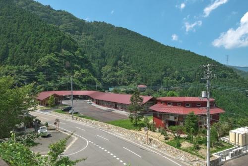徳島県上勝町に完成した「上勝町ゼロ・ウェイストセンター」の外観(写真:生田 将人)
