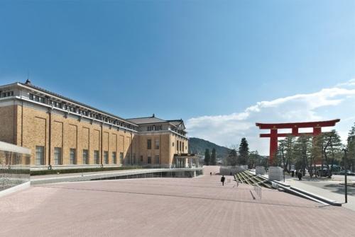 帝冠様式の趣を残しつつ再生した「京都市美術館」(写真:生田 将人)