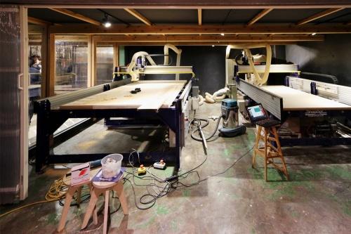 川崎市のVUILD本社に置かれている3D木材加工機「Shopbot」(写真:日経クロステック)