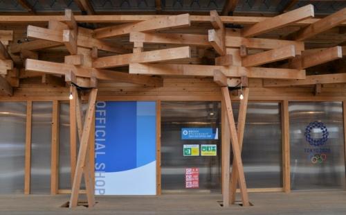 グッズなどを展開するオフィシャルショップの入り口。ここの内部は公開されなかった(写真:日経アーキテクチュア)
