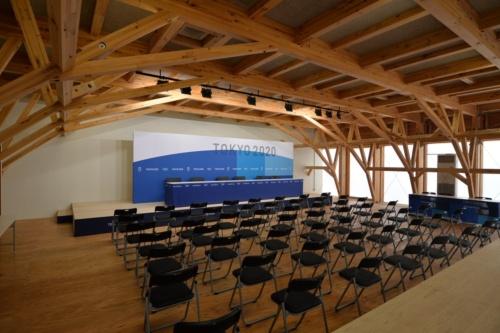 メディアセンターの内部はトラスアーチ架構(写真:日経アーキテクチュア)