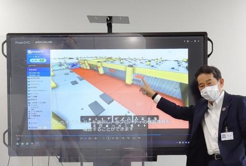 BIMや建物OSの活用例を説明する今木副社長(写真:日経クロステック)