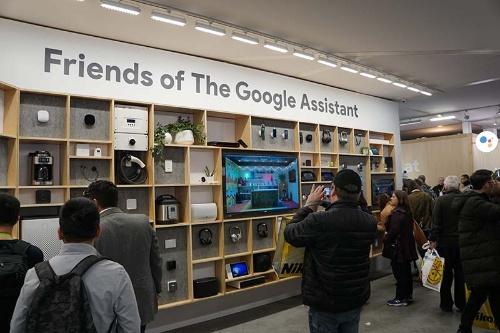 様々なデバイスがGoogle Assistantに対応していることを示した