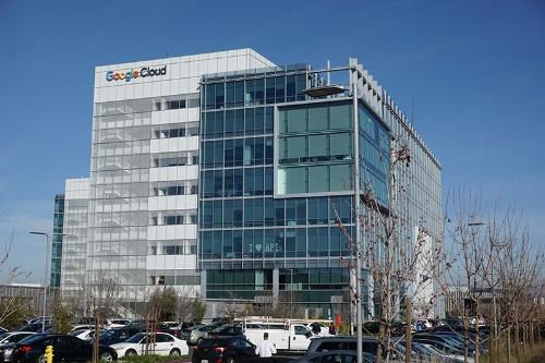 グーグルの設備投資額は3年で約3兆5000億円にも達する