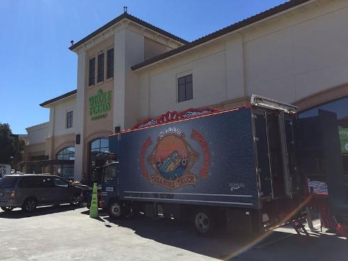 写真2●「ホールフーズ・マーケット」に駐車するTreasure Truck