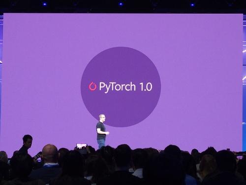 米フェイスブックの開発者会議「Facebook F8」におけるPyTorch 1.0の発表風景
