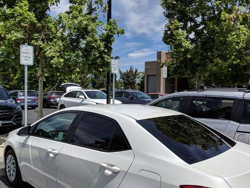 クパチーノ市にあるホールフーズの駐車場