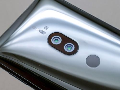 写真2●カラーとモノクロセンサーのデュアルカメラを搭載