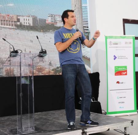 オープンソースを活用したティラナ市の発展について開会式で語る、Erion Veliajティラナ市長
