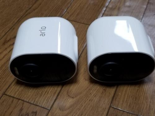 Arlo UltraのArloカメラ。比較的コンパクトだ