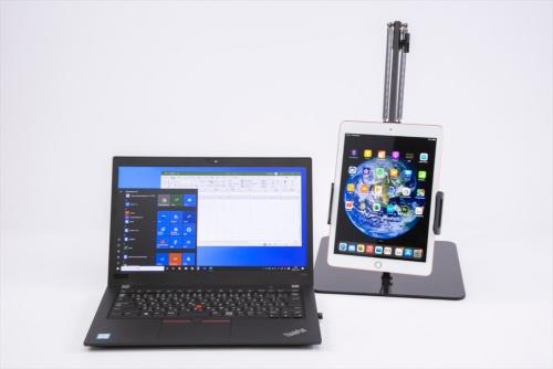 米Apple(アップル)の「iPad」(第6世代)を取り付けてみた。幅が約225ミリ、重さが約 700グラムの端末まで保持できるが、このiPadは幅約169.5ミリ、重さが約469グラムなので問題なく保持できた