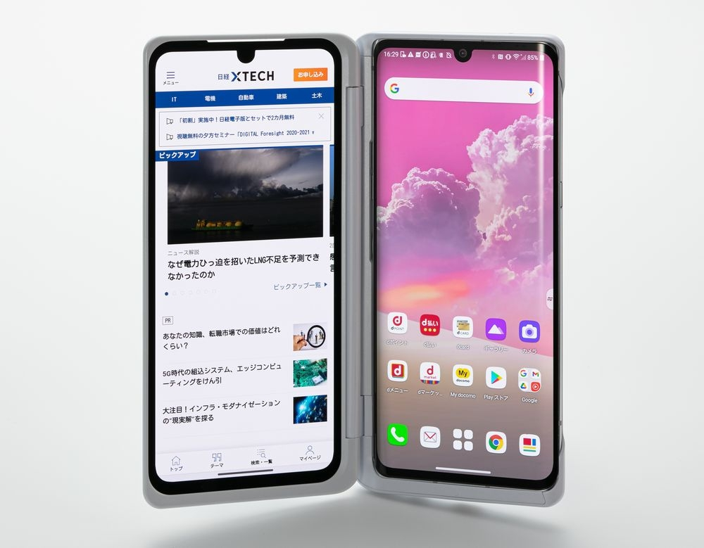 NTTドコモが発売した韓国LG電子製の5G対応スマートフォン「LG VELVET L-52A」。専用ケースを取り付けると2画面スマホとして利用できる (出所:スタジオキャスパー、記載のないものは以下同)