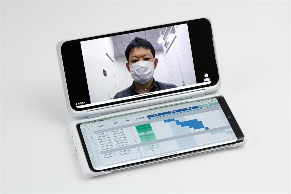 1つの画面で資料を確認しつつ、もう1つの画面でビデオ会議をすることもできる