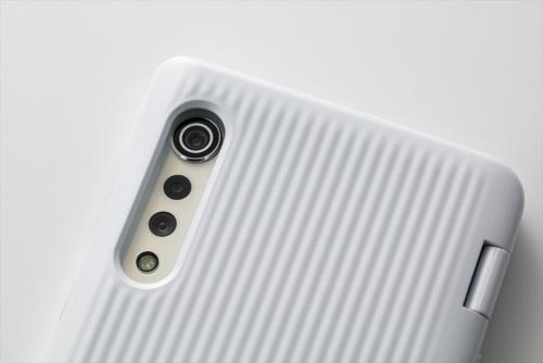 背面カメラは、約4800万画素の標準カメラと約800万画素の広角カメラ、深度測定カメラから成る