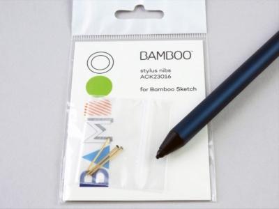 硬さの異なるペン先も別売で用意されている