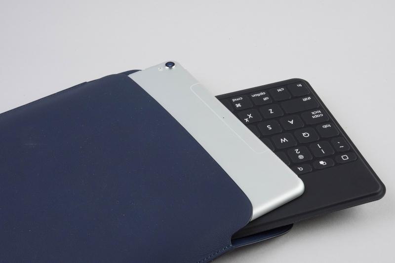 アップル純正のケースに、iPadと一緒に収納できるのはうれしい