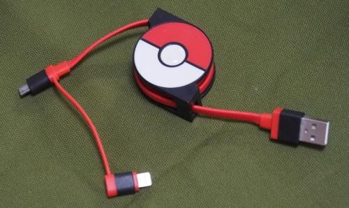 筆者の私物である、cheeroの「2in1 Retractable USB Cable with Lightning & micro USB POKÉMON version 70cm」