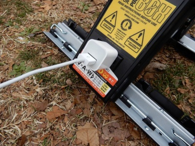 日本で使っている電源タップなどもそのまま使える。アダプターがあればiPhoneにも充電可能