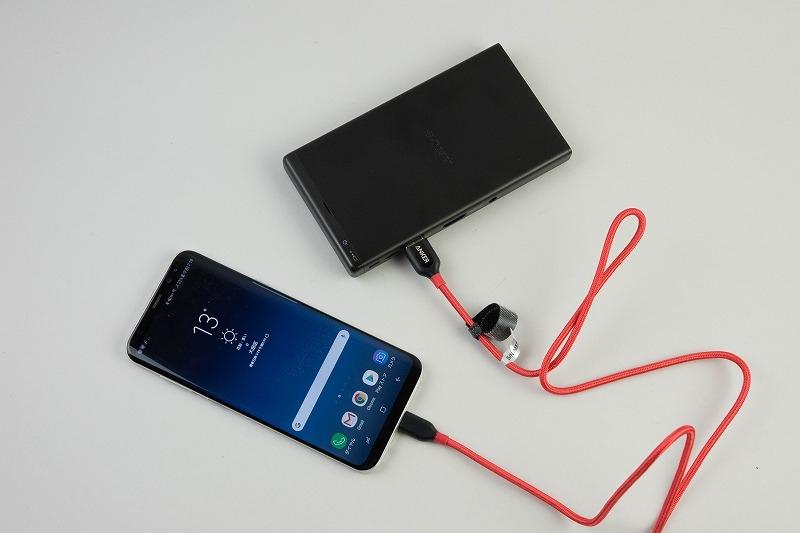 モバイルバッテリーとしてスマホなどに充電が可能だ