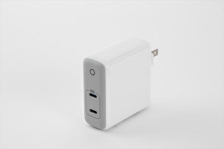 中国アンカー(Anker)製の「PowerPort Atom PD 2」は、出力60ワットの充電器。USB Type-Cポートを2つ備える