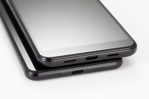端子はUSB Type-C(USB2.0)。スピーカーは、前面についているPixel 3と違い、下部についている