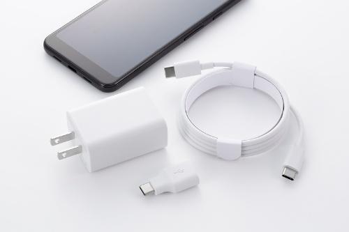 主な付属品は急速充電ができる18WのACアダプターとUSB-Cケーブル(USB2.0)、初期設定時に他のスマホからデータを移行するためのクイックスイッチアダプター