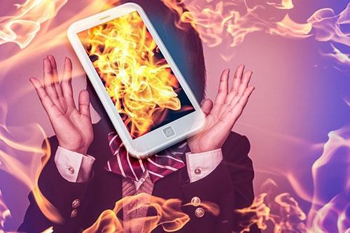企業も個人もなんとか避けたいネット炎上(写真:Graphs/PIXTA)