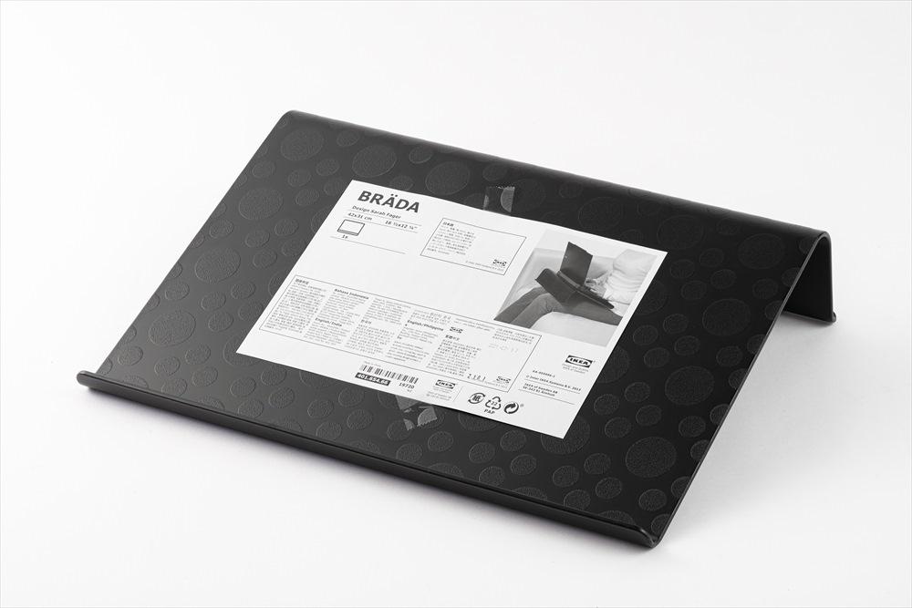 「ブレーダ」は樹脂製のパソコンスタンドだ。価格は599円(税込み) (写真はスタジオキャスパー、以下同)