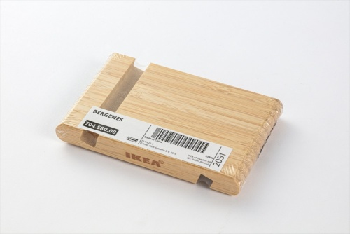 「ベルゲネス」はスマホスタンドだ。竹材を使用しているため手触りが良い。価格は299円(税込み)