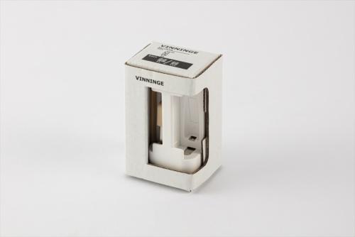 「ヴィニンゲ」は充電式電池用の充電器だ。USB端子から給電できる。価格は299円(税込み)