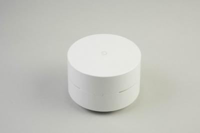 新登場のGoogle Wifi。IEEE 802.11a/b/g/n/acに対応。1台で1万6200円、3台セットで4万2120円(いずれも税込み)