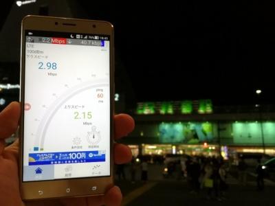 都内2カ所での測定は4月12日に実施。新年度がスタートして2週間近く経っていたこともあり、旅行客らしき姿が目立った2月よりも人通りは落ち着いていた(新宿駅前にて撮影)