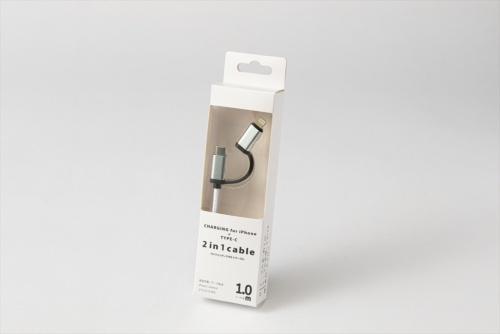 3COINSで購入した「ライトニング+TYPE-Cケーブル」は、USB Type-CとUSB Type-Aの端子を持つケーブル。長さは1メートルで、USB Type-C端子からLightning端子への変換アダプターが付属する。価格は330円(税込み)