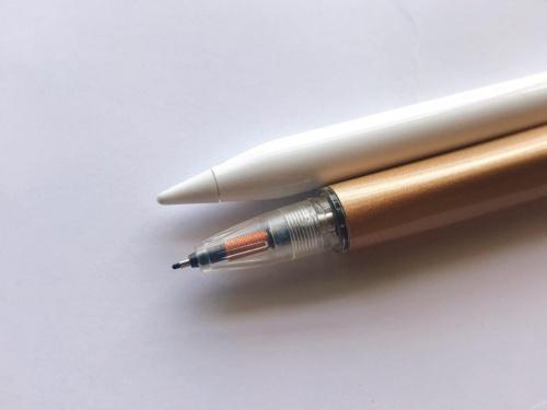 Apple Pencil(上)とSupernote付属の専用のスタイラスペン(下)ではペン先のつくりが全く違う