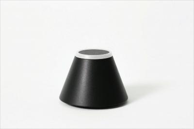 キングジム「トレネ」(6800円)。ストラップ、本体貼り付け用のアタッチメント付属