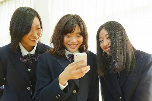 いい写真を投稿したいなら女子高生に学びましょう(写真:msv/PIXTA)